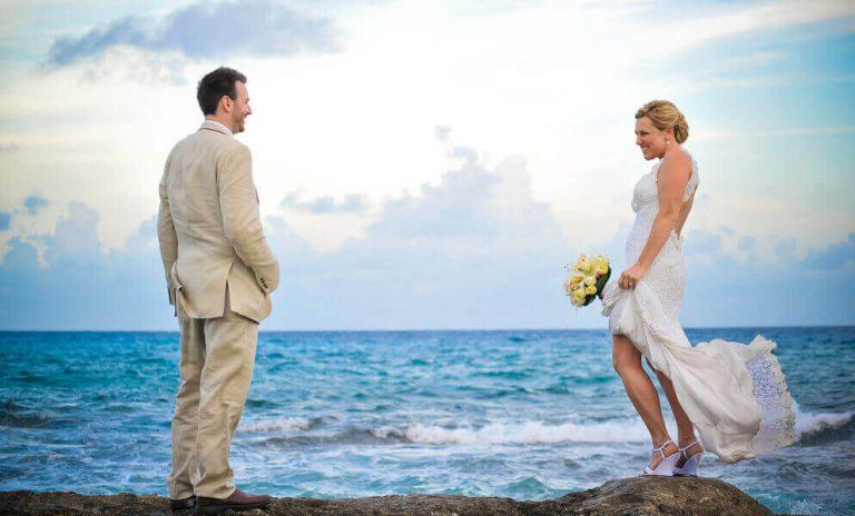 wedding romantic couple photo in cozumel